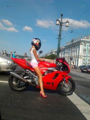 the_cutest_motorcyclist_around_640_04